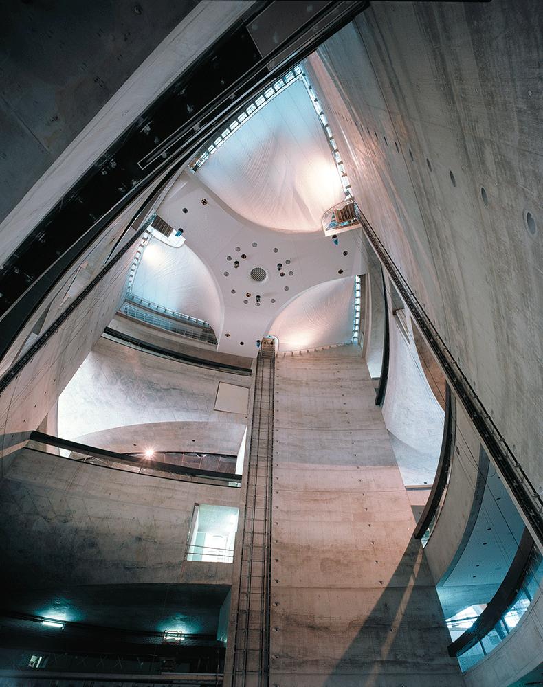 100 mercedes museum stuttgart interior special c111 for Interio stuttgart